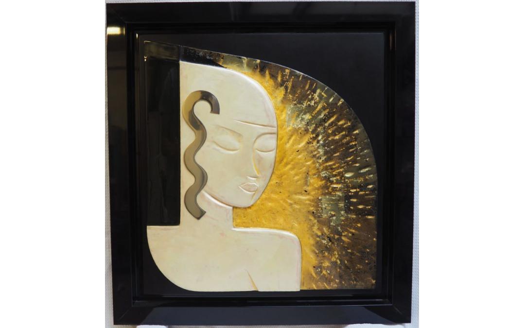 Panneau sculpté de laques et effets dorés (dimensions: 70*70cm)